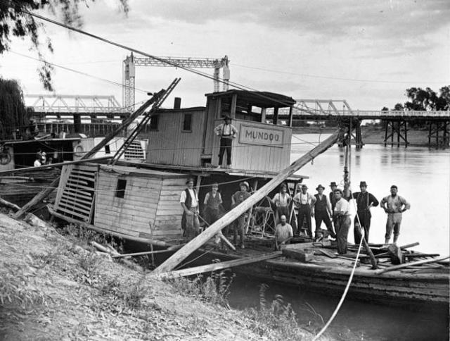 The paddle steamer Mundoo being raised after sinking in the Murray River, Swan Hill, 1920s